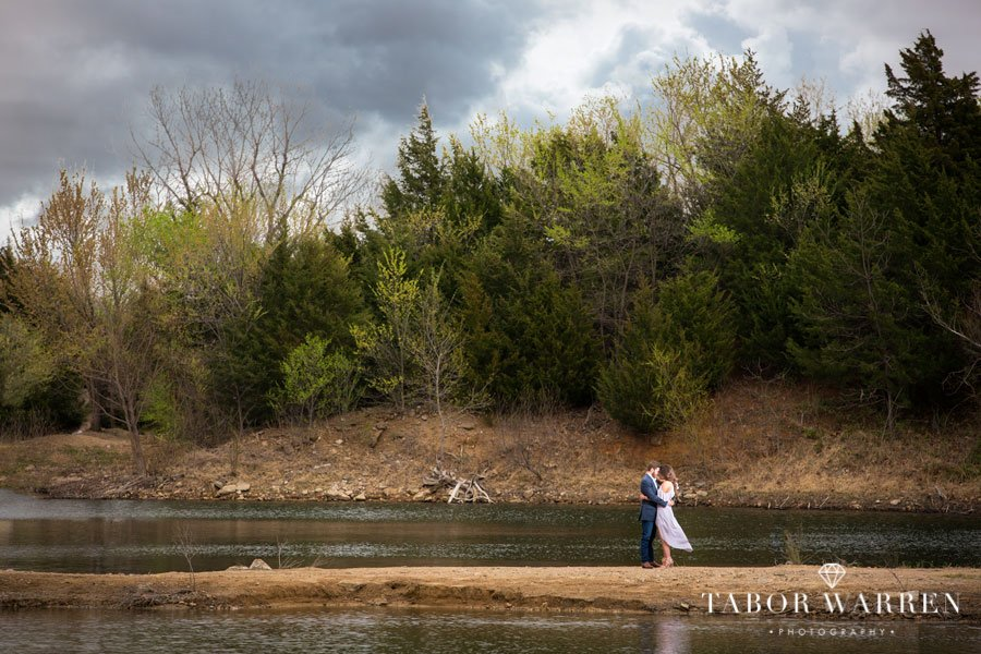 outdoor-tulsa-engagement-photographer
